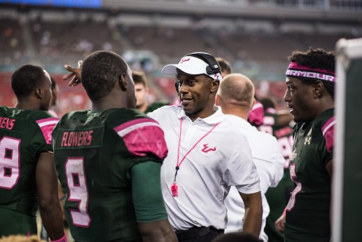 73 - UConn vs USF 2016 - USF Coach Willie Taggart speaking to QB Quinton Flowers RB Marlon Mack (6016x4016)