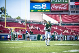 8 USF vs ECU 2016 - USF RB Marlon Mack Pre-Game 2 (6016x4016)