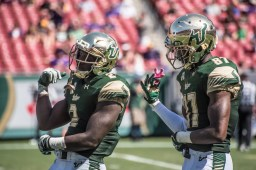 86 USF vs ECU 2016 - USF RB D'Ernest Johnson and WR Rodney Adams celebrate TD (6016x4016)
