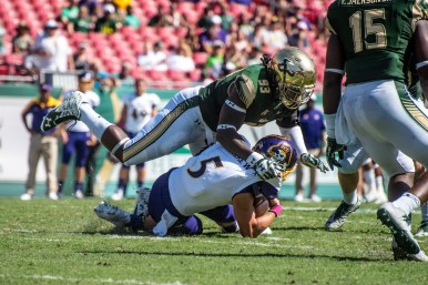 97 USF vs ECU 2016 - ECU QB Gordon Minshew sacked by USF DE Daniel Awoleke (4531x3025)