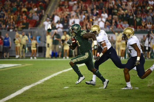 Scouting the Memphis Defensive Playmakers - No. 22 Navy vs. USF 2016 - USF RB D'Ernest Johnson by Dennis Akers - SoFloBulls.com (1522x1014)