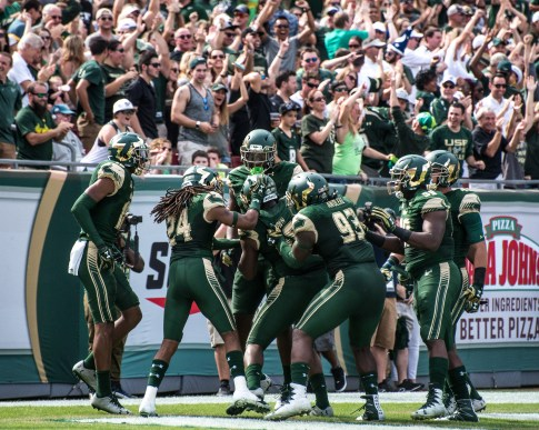 21 - USF vs. UCF 2016 - USF LB Juwuan Brown fumble recovery for 22 yard TD by Dennis Akers | SoFloBulls.com (4653x3722)