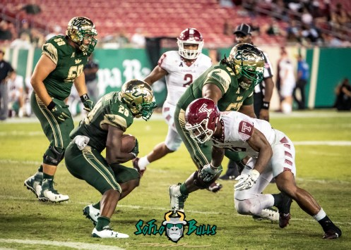 156 - Temple vs. USF 2017 - USF RB Trevon Sands by Dennis Akers | SoFloBulls.com (4078x2913)