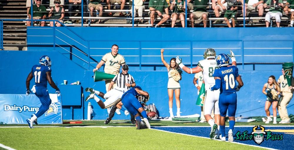71 - USF vs. San Jose State 2017 - USF WR Darnell Salomon by Dennis Akers | SoFloBulls.com (4627x2358)