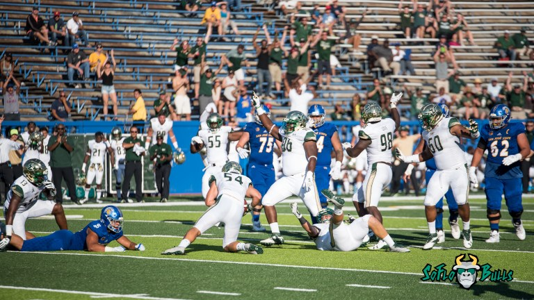 74 - USF vs. San Jose State 2017 - USF LB Nico Sawtelle by Dennis Akers | SoFloBulls.com (5977x3362)