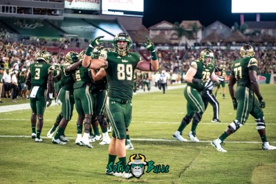 79 - Temple vs. USF 2017 - USF TE Mitchell Wilcox by Dennis Akers | SoFloBulls.com (5298x3537)