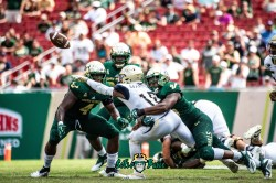 126 - Georgia Tech vs. USF 2018 - USF DE Greg Reaves Juwuan Brown by Dennis Akers | SoFloBulls.com (5107x3409)