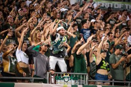 18 - USF vs. ECU 2018 - Carl Zee and USF Students in Crowd by Dennis Akers | SoFloBulls.com (6016x4016)