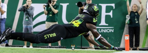 91 - USF vs. UConn 2018 - USF WR Randall St. Felix lays out for a pass from Blake Barnett by Will Turner | SoFloBulls.com (5405x1941) - 0H8A8675
