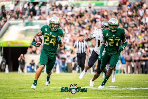 50 - UCF vs. USF 2018 - USF DB Nick Roberts Interception Naytron Culpepper by Dennis Akers | SoFloBulls.com