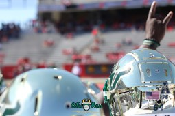 63 - USF vs. Houston 2018 - USF Football Team Pre-Game Gold Helmet Horns Up by Will Turner | SoFloBulls.com (5472x3648) - 0H8A9458