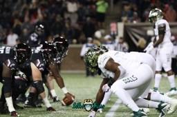 46 – USF vs. Cincinnati 2018 – USF DL vs. Bearcats OL by Will Turner – SoFloBulls.com – 0H8A1058