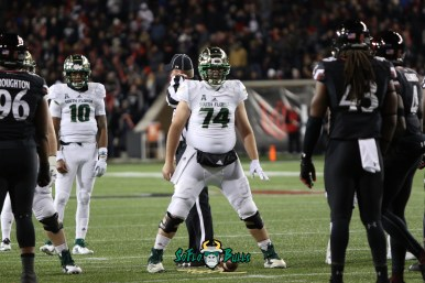 52 – USF vs. Cincinnati 2018 – USF C Brad Cecil Chris Oladokun at Nippert Stadium by Will Turner – SoFloBulls.com – 0H8A1091