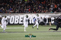 54 – USF vs. Cincinnati 2018 – USF LB Keirston Johnson Odunayo Seriki Jake Stone by Will Turner – SoFloBulls.com – 0H8A1097