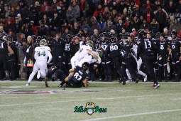 55 – USF vs. Cincinnati 2018 – USF LB Antonio Grier Jr Andrew Mims Keirston Johnson by Will Turner – SoFloBulls.com – 0H8A1099