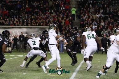 73 – USF vs. Cincinnati 2018 – USF QB Chris Oladokun Jordan Cronkrite Demetris Harris by Will Turner – SoFloBulls.com – 0H8A1163