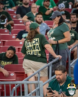 02 – Wisconsin vs USF 2019 – Fan with B*tch I'm A Bull T-Shirt by David Gold – DRG04968