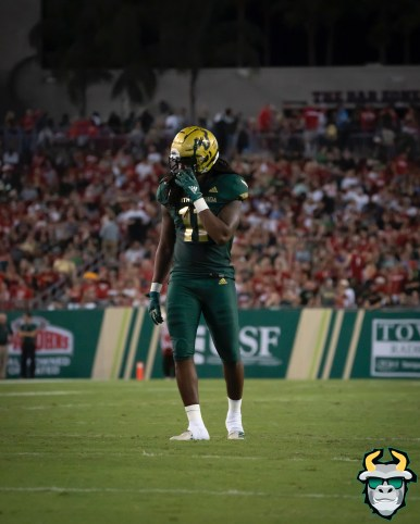 67 – Wisconsin vs USF 2019 – USF LB Dwayne Boyles by David Gold – DRG05505