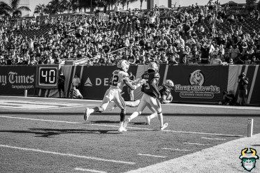 72 - BYU vs USF 2019 - Bryce Miller TD Catch B&W by David Gold - DRG00742