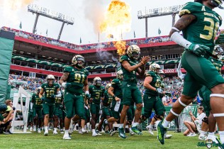 36 Florida vs USF 2021 - Matthew Hill Rashawn Yates Coming out of Smoke Tunnel DRG01320 Edit