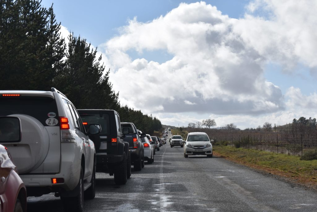 traffic on the way to see snow in ceres - Snowfall in Cape Town