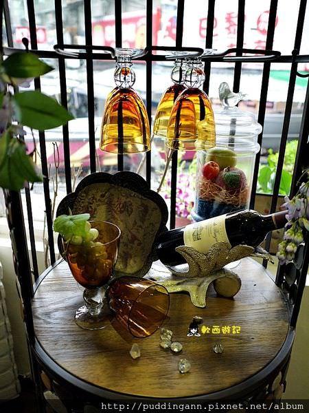 [食記]台北西門站 Oyami Cafe 女孩們下午茶咖啡廳聚會好所在 服務態度超優 *WIFI 附完整菜單* 招牌夏威夷鬆餅 義大利麵/燉飯 台北西門町餐廳/台北西門町餐廳