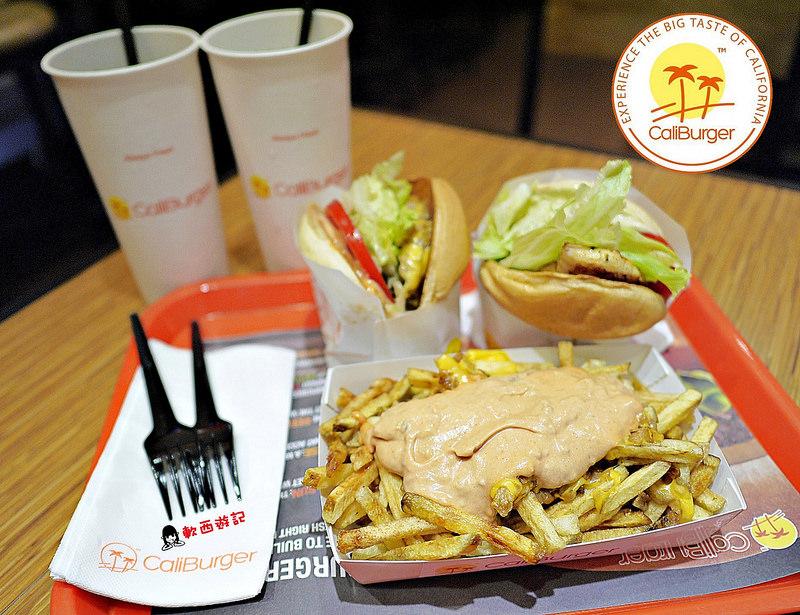 (已歇業)[食記]台北西門站 CaliBurger(西門店) 來自加州的美味漢堡 飲料無限續杯 免費手機充電 不限時 美式風格漢堡/薯條 全台唯一一間Cali 愛評口碑券