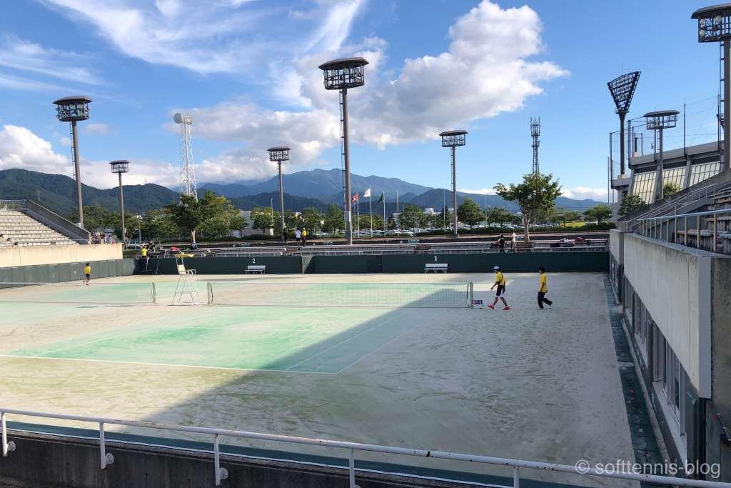 ソフトテニスの大会会場の画像