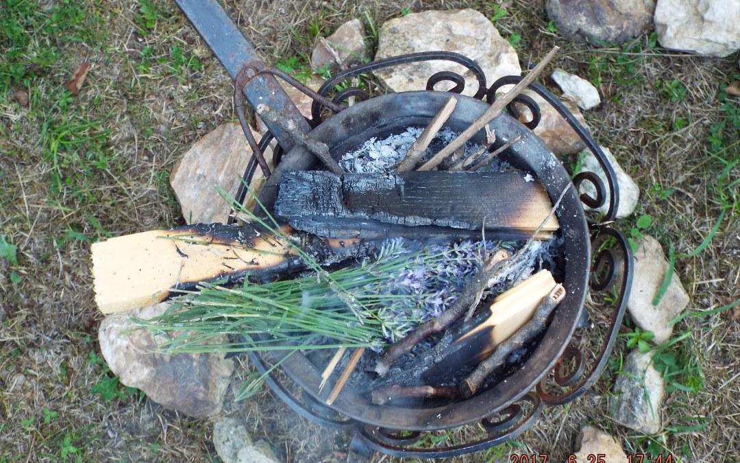 Riti di Passaggio e Cerimonie Solstiziali: la Festa della Lavanda e il Solstizio d'Estate