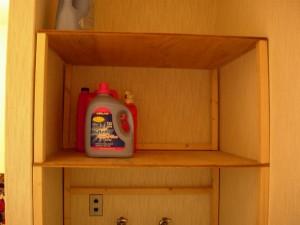 洗濯機の上にあるデッドスペースを有効活用するための棚
