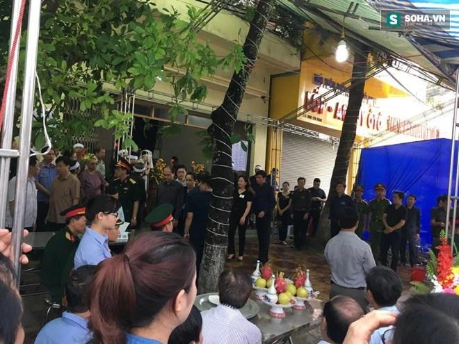 Tướng Tô Lâm viếng đám tang Bí thư, chủ tịch HĐND Yên Bái - Ảnh 1.