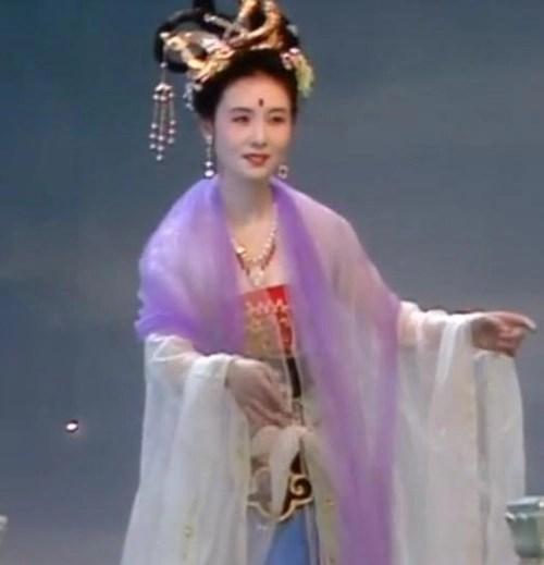 Còn có ai nhận ra đây là giai nhân đẹp nhất giới thiên cung của Tây du ký 1986? - Ảnh 1.