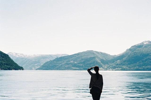 Khi về già, người ta hối hận nhất điều gì?: Đây là những điều tôi ước mình đã làm để thanh xuân không có những luyến tiếc… - Ảnh 1.