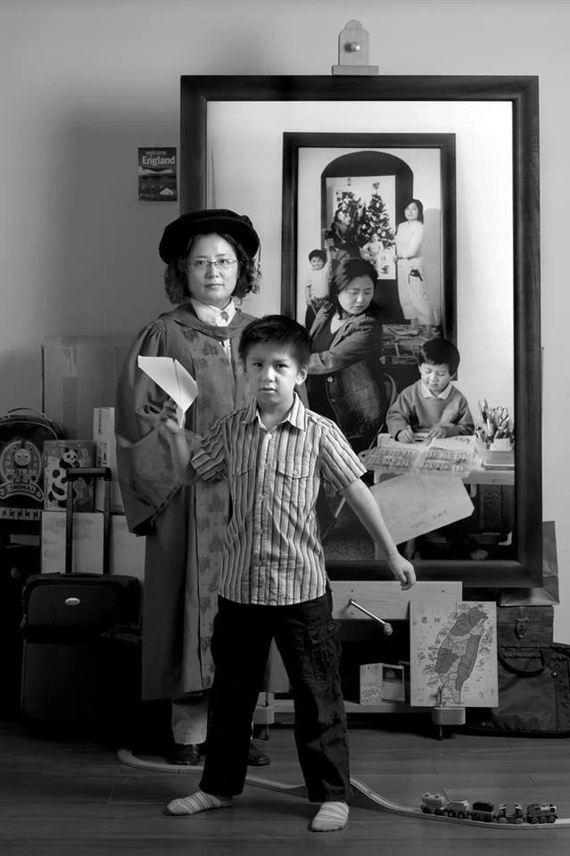 Bộ ảnh bà mẹ đơn thân Đài Loan đang lan truyền trên MXH: Mỗi bức ảnh của hiện tại bao gồm cả những năm tháng trưởng thành của con - Ảnh 7.