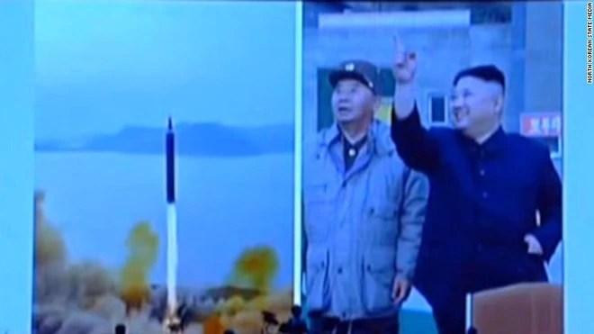Những hình ảnh hiếm chưa từng công bố trong chương trình tên lửa của Triều Tiên  - Ảnh 7.