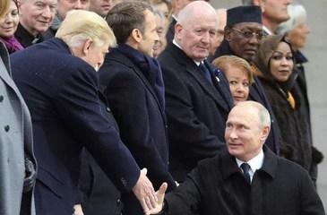 """Ông Putin """"xoay trục"""" sang châu Á"""