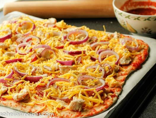 Kyllingpizza med salami