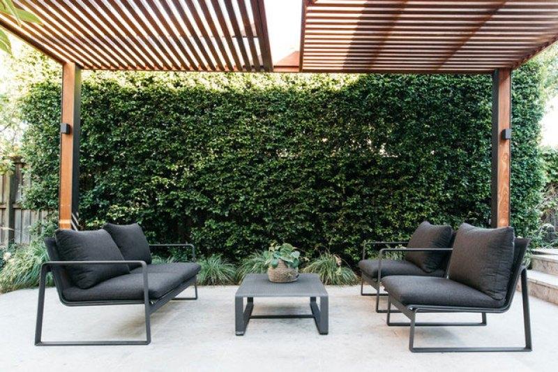 Foliage wall as landscape screen