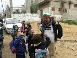 Beramah mesra dengan anak-anak palestin