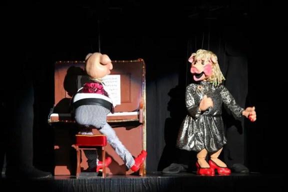 puppet pandai menyanyi dan main piano