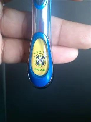 Logo pasuka Brazil pada pemegang pisau cukur