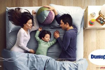3 orang atas katil