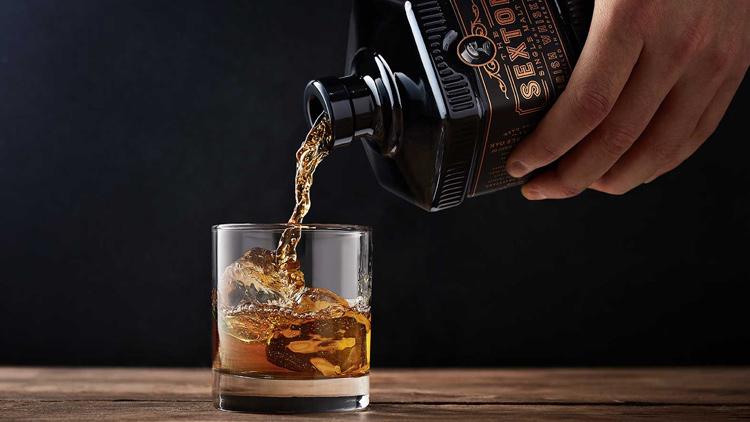 Le Whisky Sexton, est servi dans un superbe verre