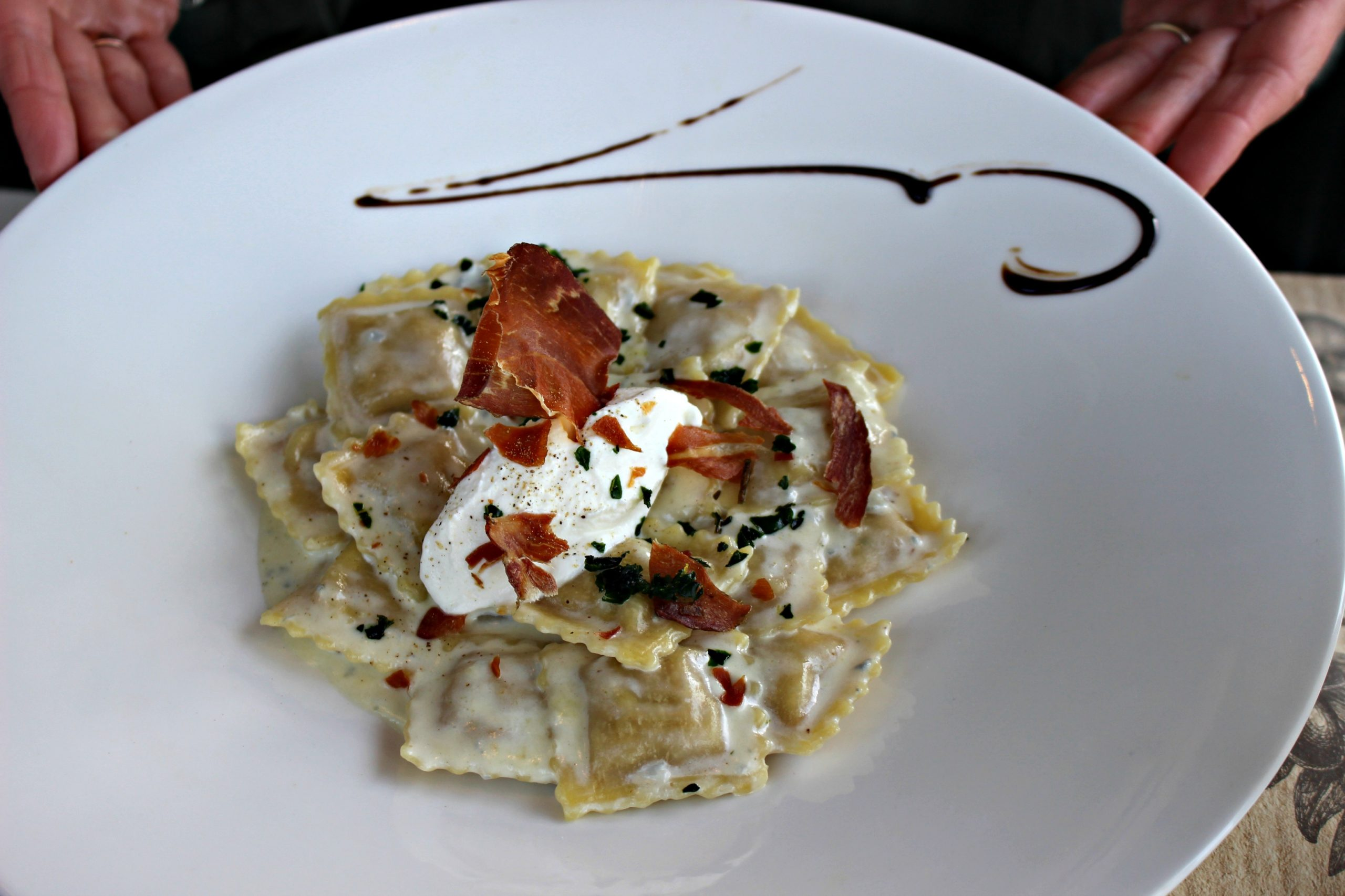 Ravioles de Jambon de Parme, sauce gorgonzola, ricotta