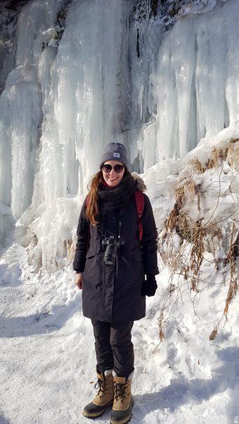 Devant la glace du parc de la Chute Montmorency