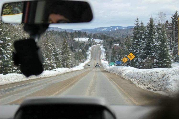 Les routes canadiennes enneigées