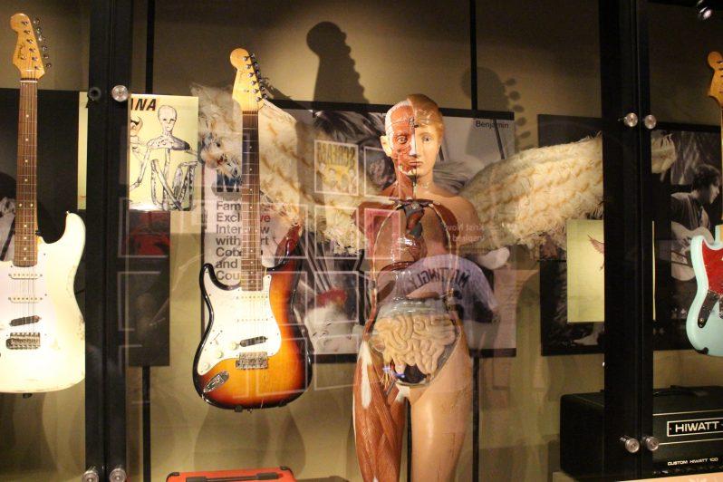 Fender Stratocaster utilisée par Kurt Cobain au Reading Festival du 30 aout 1992 Ange aux ailes utilisé lors de la tournée In Utero
