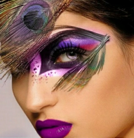 idc3a9e-original-maquillage-dhalloween-plume-paon-rouge-a-levres-violettes