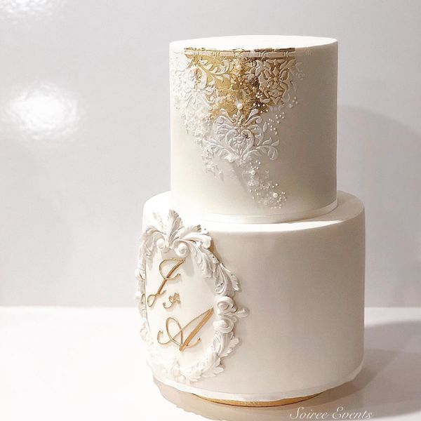 damask stenciled wedding cake