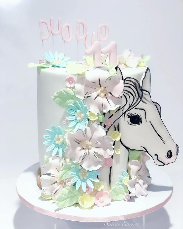 2d handpainted horse with sugar flower mane